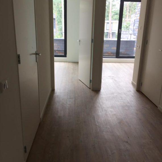 trap pvc vloer slaapkamer houtlook afwerking rvs profielen Nunspeet