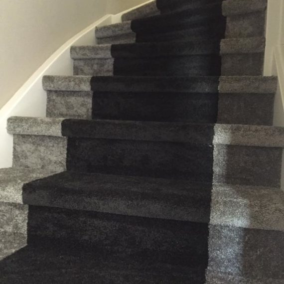 Trap vloerbedekking tapijt grijs Nunspeet